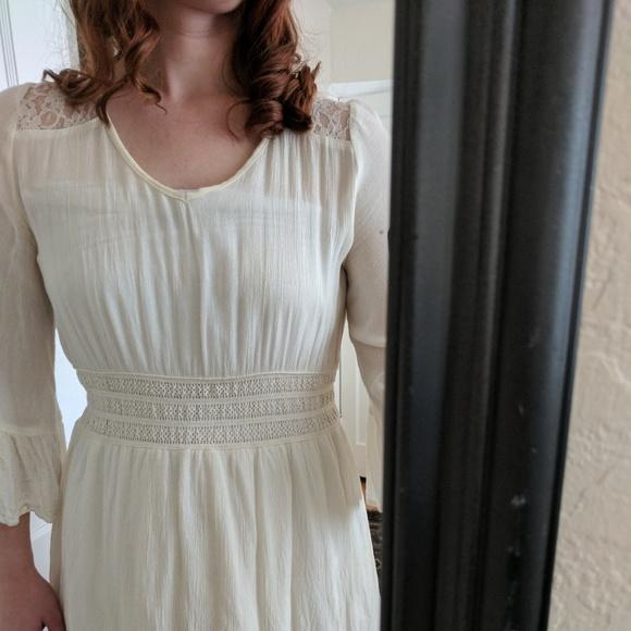 Dresses & Skirts - White knee length dress